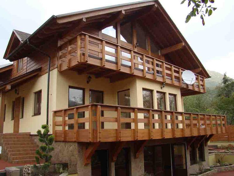 Ограждение балконов своими руками: деревянный балкон в дерев.